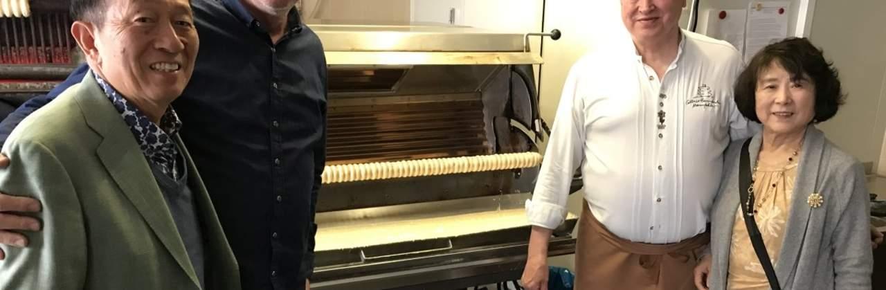 Weltgrößter Baumkuchenproduzent besucht die Cottbuser Baumkuchen Manufaktur